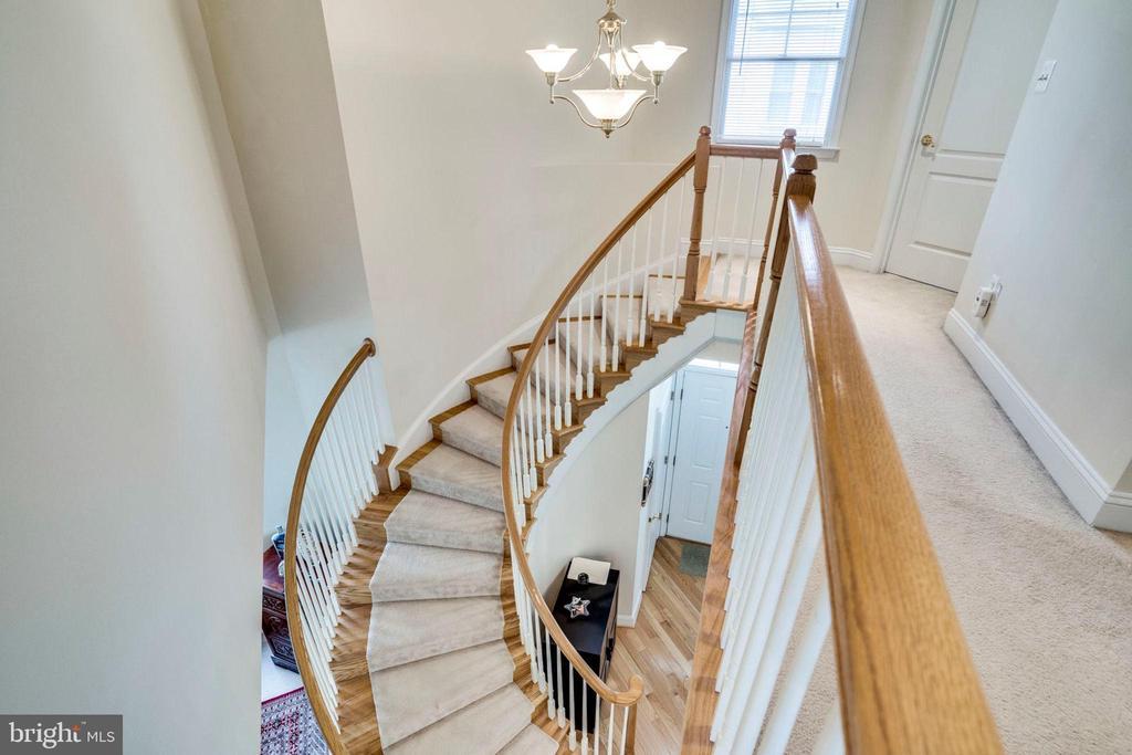 STAIRCASE/HALLWAY - 5680 TOWER HILL CIR, ALEXANDRIA