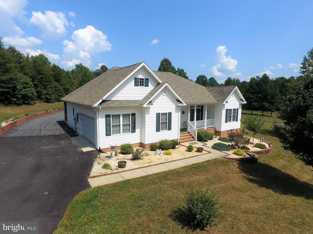 Paved driveway with two access points to Robinson - 6421 ROBINSON RD, SPOTSYLVANIA