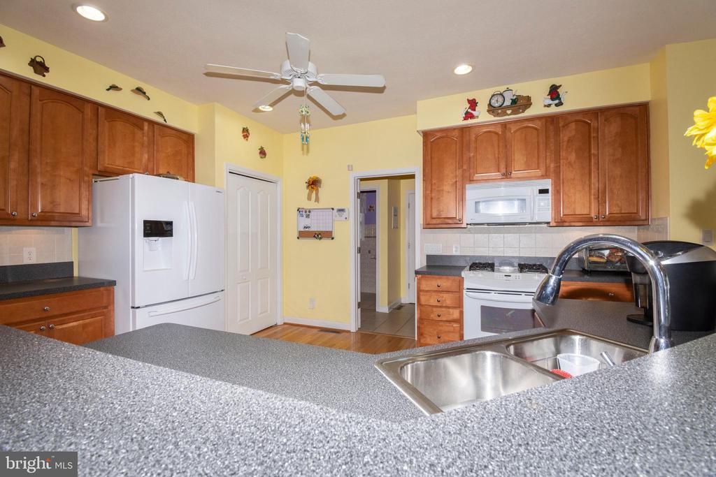 Ceiling Fan in Kitchen - 6421 ROBINSON RD, SPOTSYLVANIA