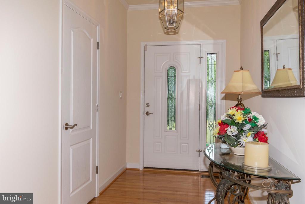 Large entry way to foyer - 6421 ROBINSON RD, SPOTSYLVANIA