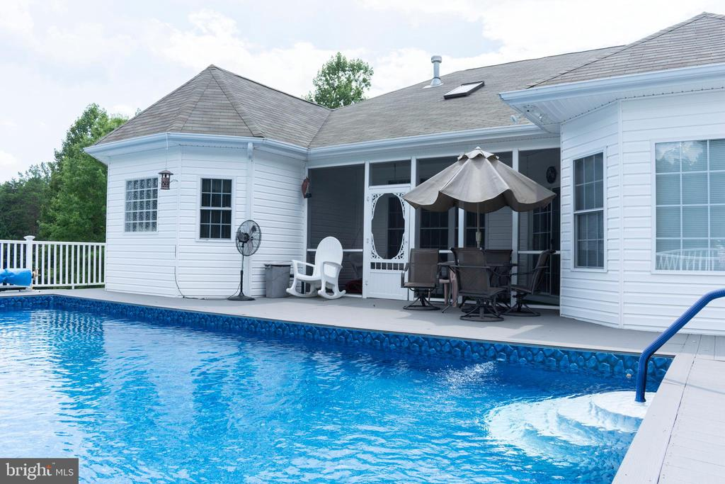 Great patio space by the pool! - 6421 ROBINSON RD, SPOTSYLVANIA