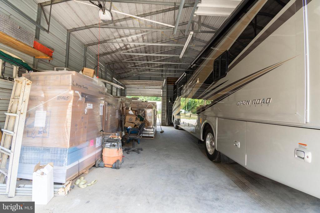 Tons of room! - 6421 ROBINSON RD, SPOTSYLVANIA