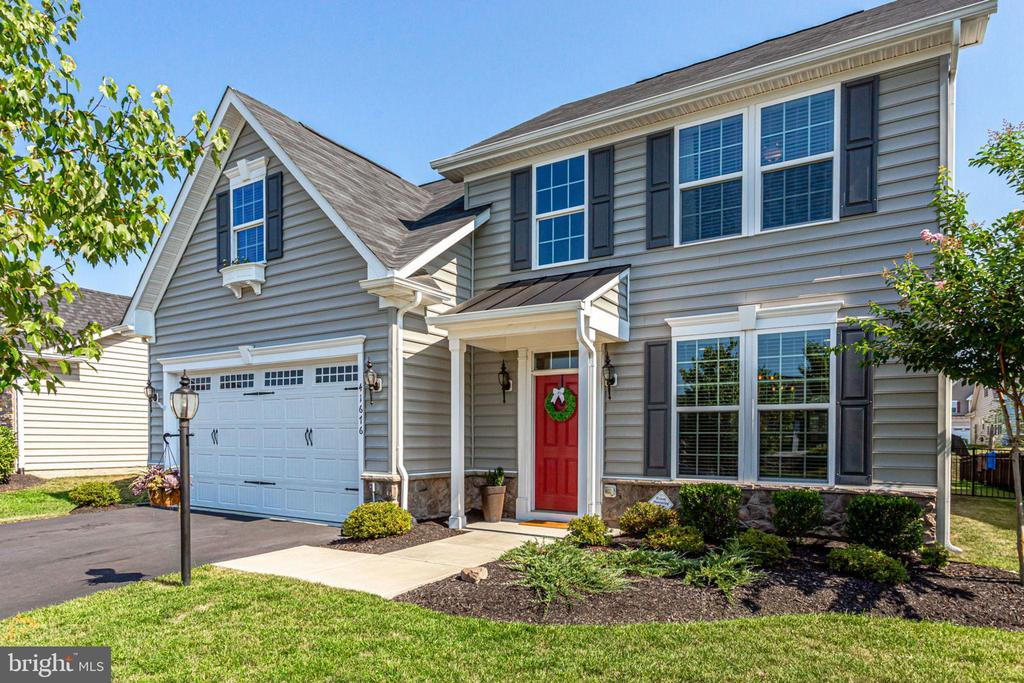 BEAUTIFUL AND GREAT CURB APPEAL. - 41676 BRANDENSTEIN DR, ALDIE