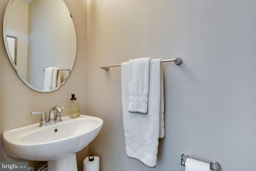 POWDER ROOM - 41676 BRANDENSTEIN DR, ALDIE