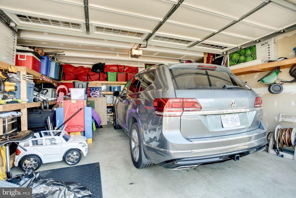 TWO CAR GARAGE WITH PLENTY OF STORAGE - 41676 BRANDENSTEIN DR, ALDIE