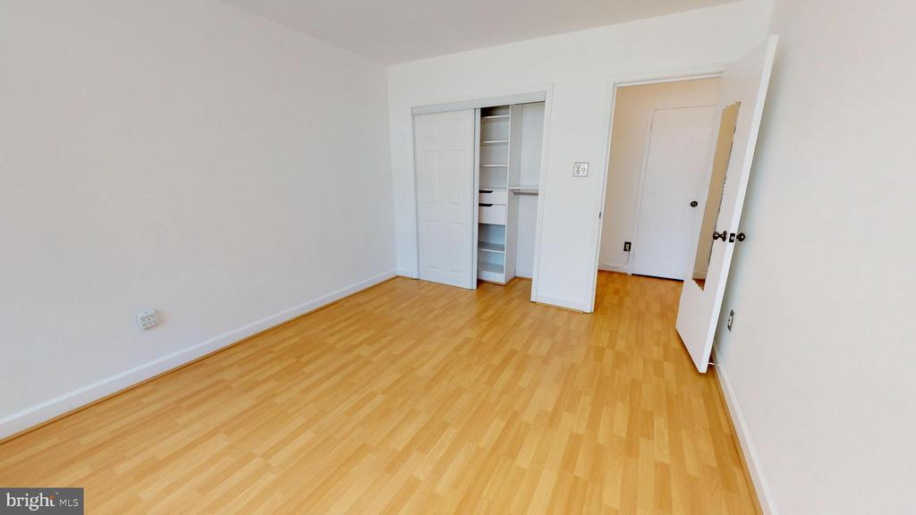 Great built-in closet organizer. - 1121 ARLINGTON BLVD #509, ARLINGTON