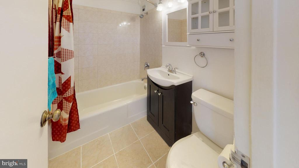 Tiled bath - 1121 ARLINGTON BLVD #509, ARLINGTON