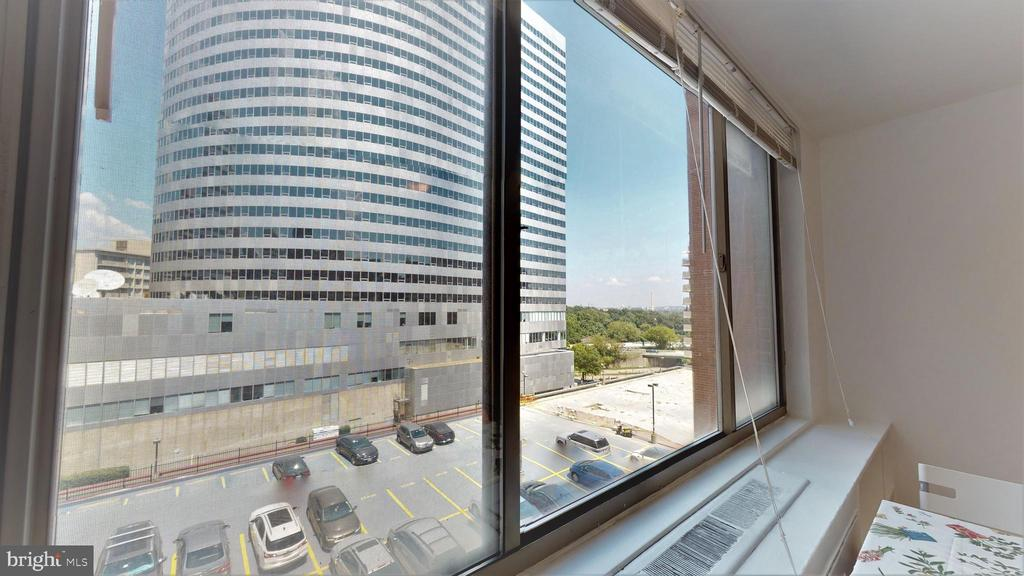 View of the Washington monument from the living rm - 1121 ARLINGTON BLVD #509, ARLINGTON