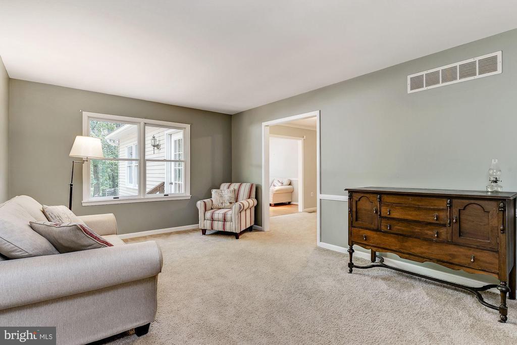 Living Room - 8015 DUSTIN DR, FREDERICK