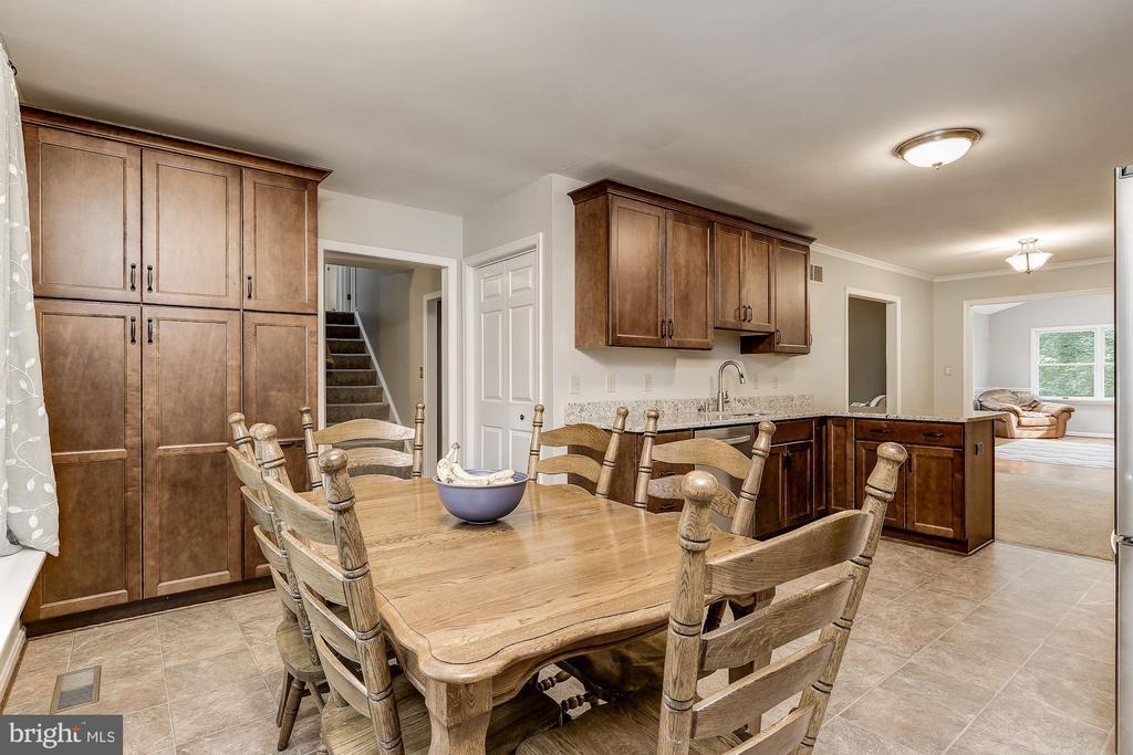 Breakfast Room | Gourmet Kitchen - 8015 DUSTIN DR, FREDERICK