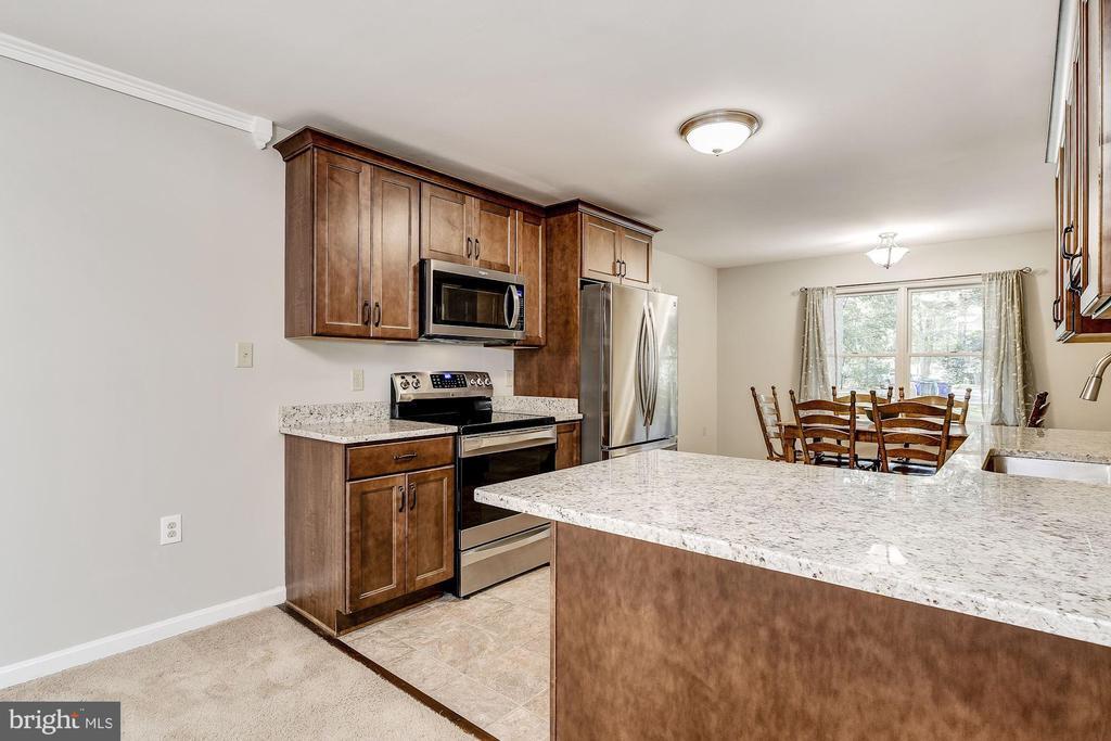 Gourmet Kitchen | Breakfast Room - 8015 DUSTIN DR, FREDERICK