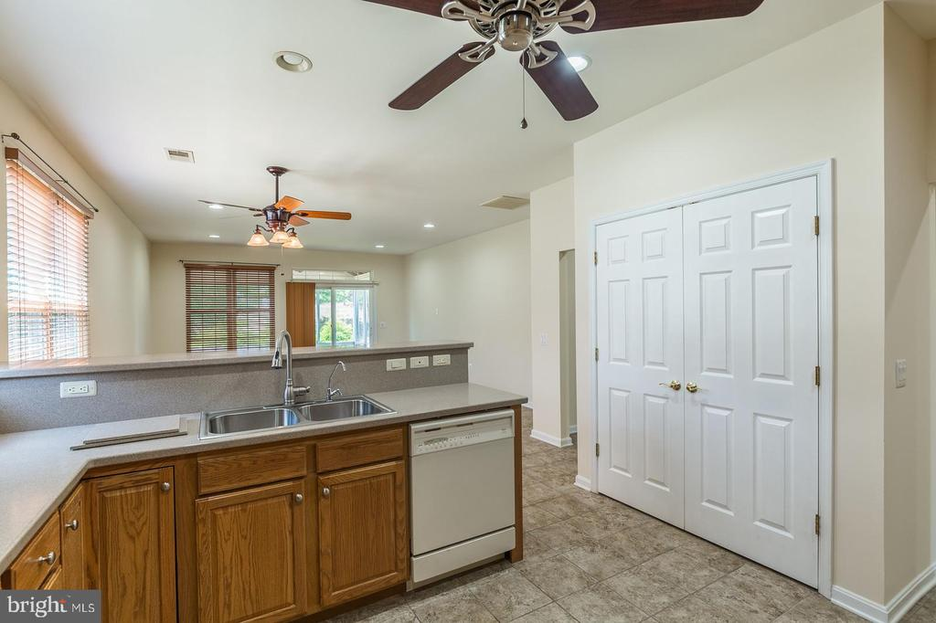 Kitchen Towards Breakfast Area & Family Room - 17416 CELEBRATION WAY, DUMFRIES