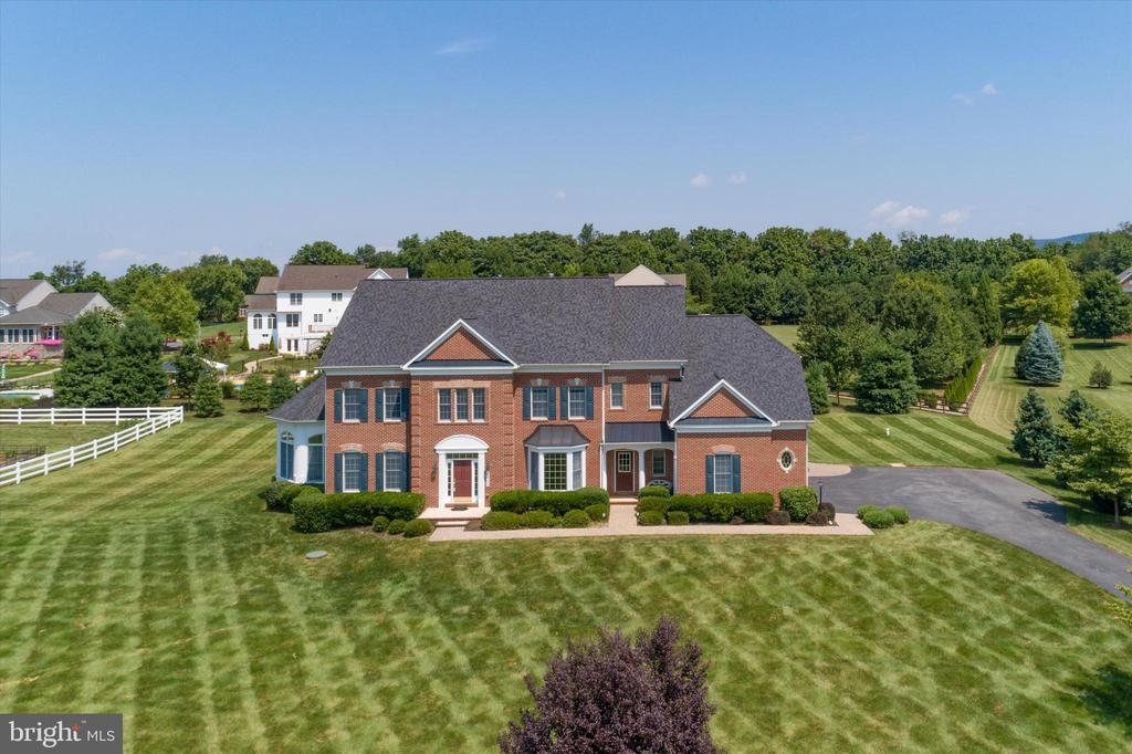 Situated on 1.24 acres - 6902 SOUTHRIDGE PL, MIDDLETOWN