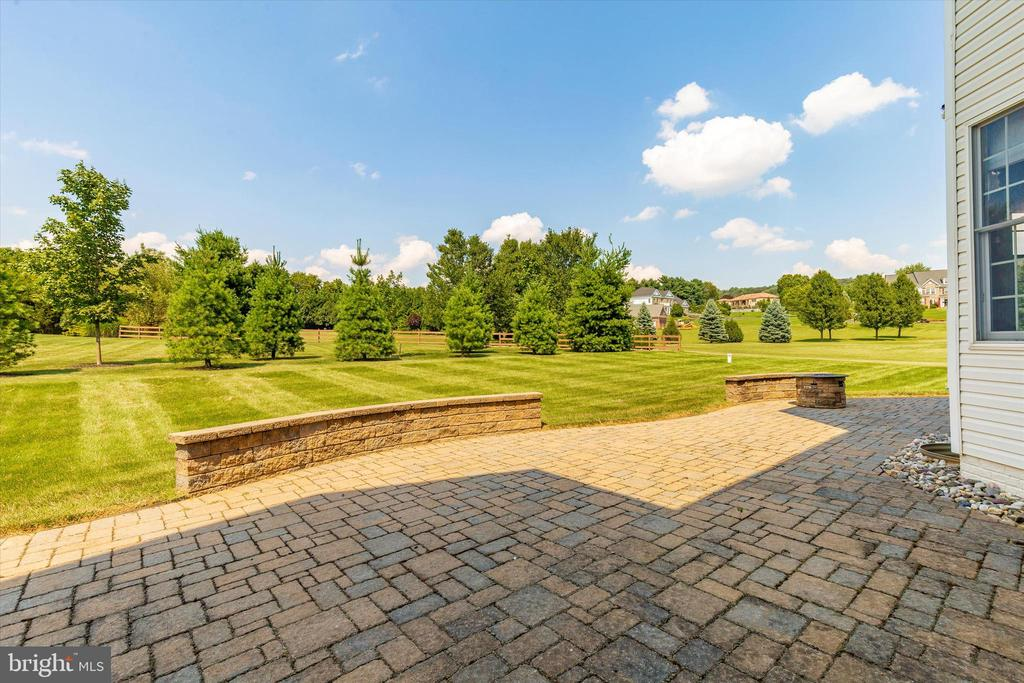 Backyard ~ tons of space - 6902 SOUTHRIDGE PL, MIDDLETOWN