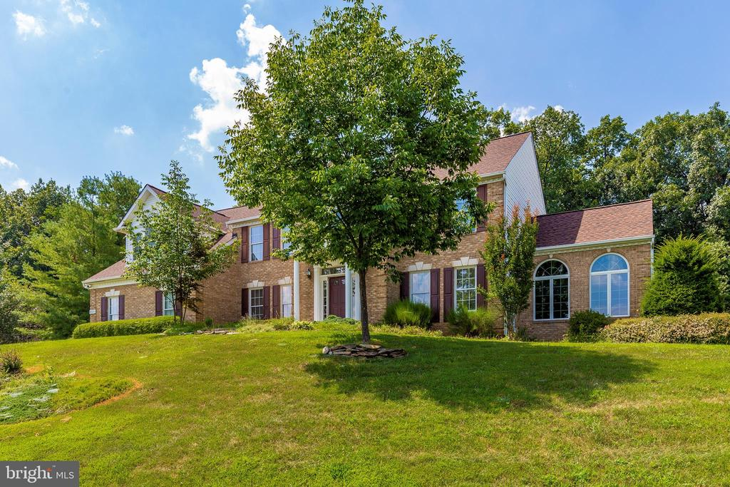 Majestic home on a hill! - 4126 LARSON LN, MOUNT AIRY