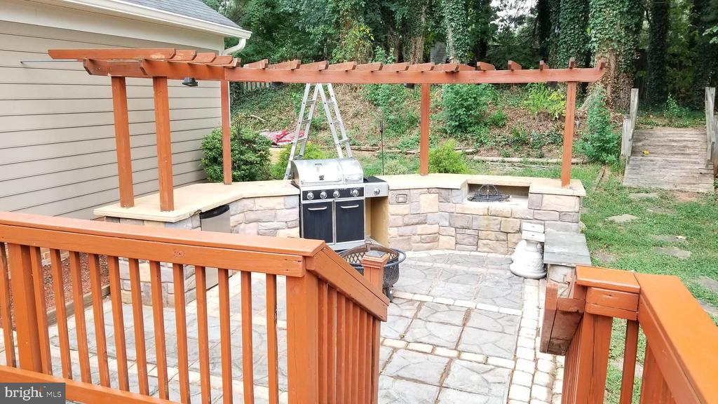 patio - 8995 PARLIAMENT DR, BURKE
