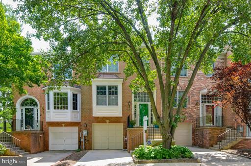 31 CARRIAGE WALK CT