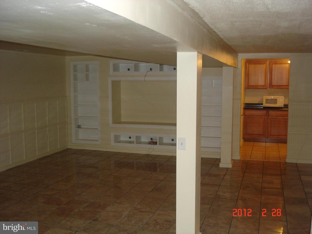 Family Room Lower Level - 40228 BRADDOCK RD, ALDIE