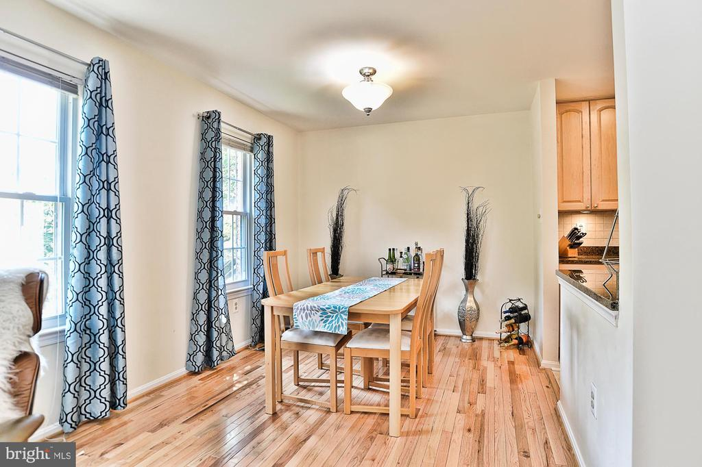 Dining Room with hardwood floors - 10011 DOWNEYS WOOD CT, BURKE