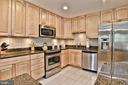 Granite Counters & tons of cabinet space! - 10011 DOWNEYS WOOD CT, BURKE