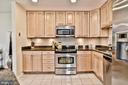 Kitchen with under cabinet lighting - 10011 DOWNEYS WOOD CT, BURKE