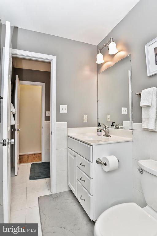 Private Master Bathroom - 10011 DOWNEYS WOOD CT, BURKE