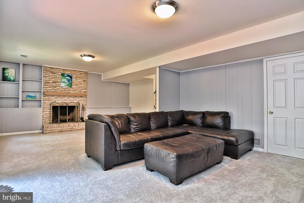 Perfect place to relax or entertain - 10011 DOWNEYS WOOD CT, BURKE