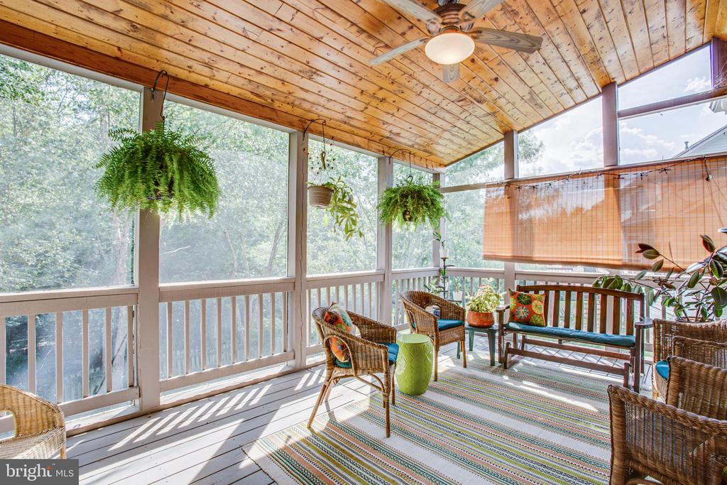 Beautiful Screened in Porch w/Family room access. - 56 KIRBY LN, STAFFORD