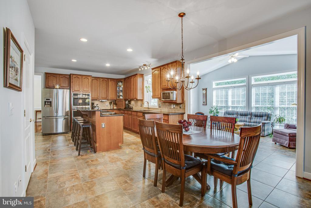 Delightful Open Kitchen w/Adjoining Sunroom. - 56 KIRBY LN, STAFFORD