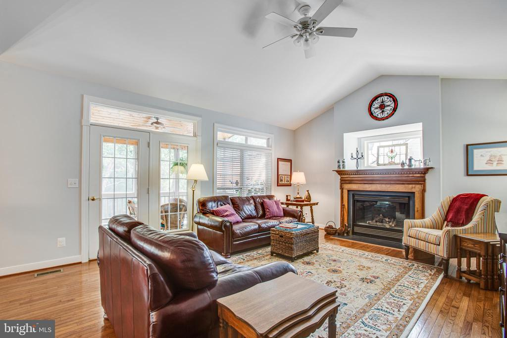 Mantled Wood Fireplace takes Center Stage. - 56 KIRBY LN, STAFFORD