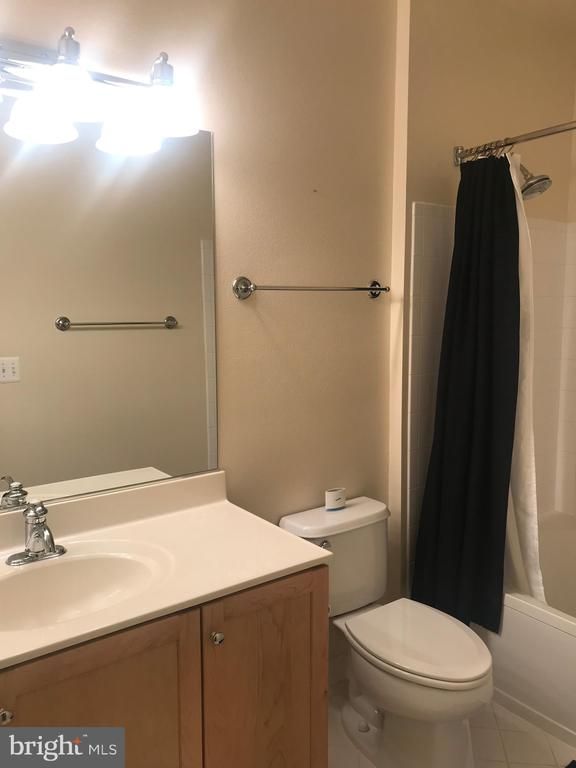 2nd bathroom - 11800 OLD GEORGETOWN RD #1208, ROCKVILLE