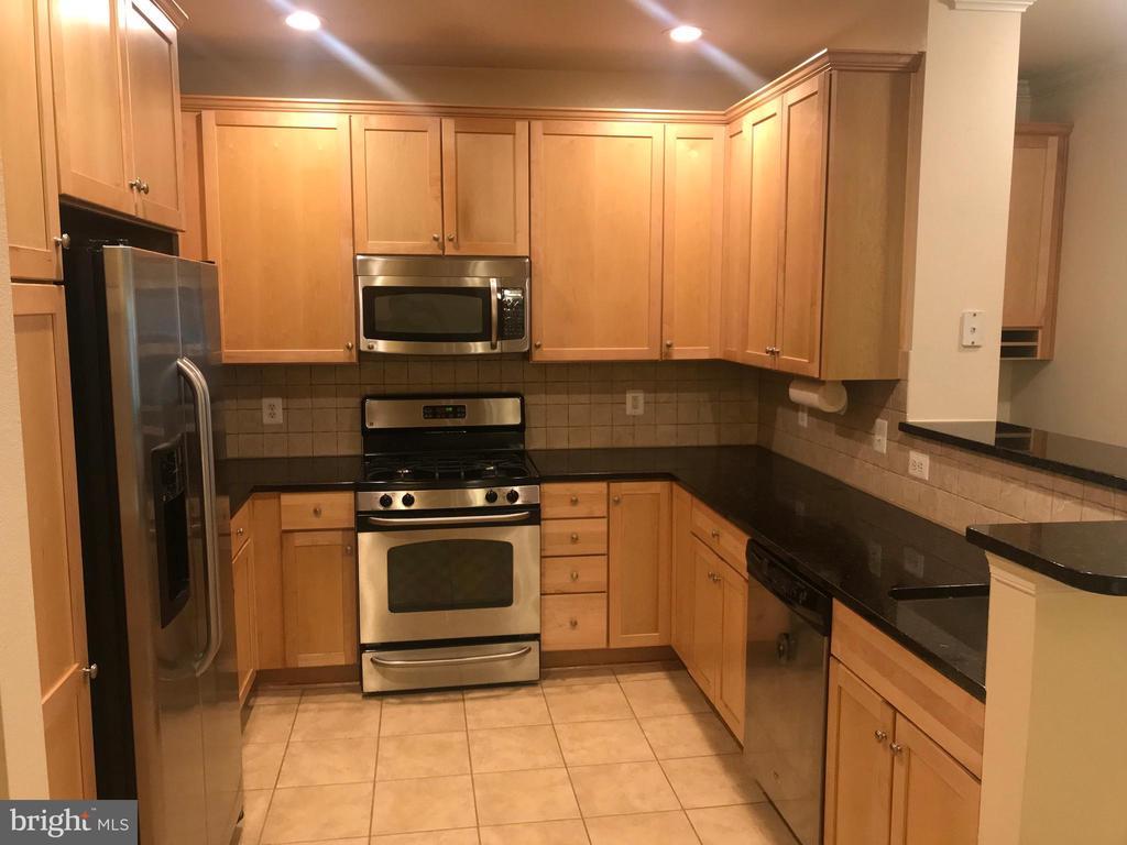 Kitchen - 11800 OLD GEORGETOWN RD #1208, ROCKVILLE