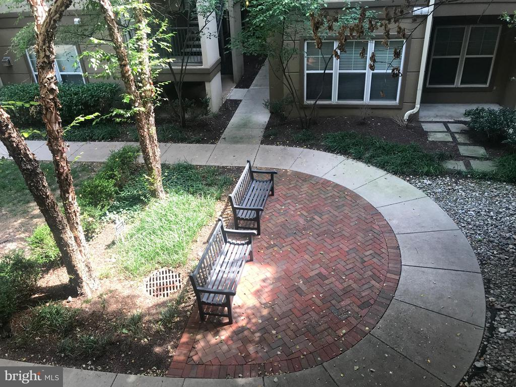 Courtyard view from balcony - 11800 OLD GEORGETOWN RD #1208, ROCKVILLE