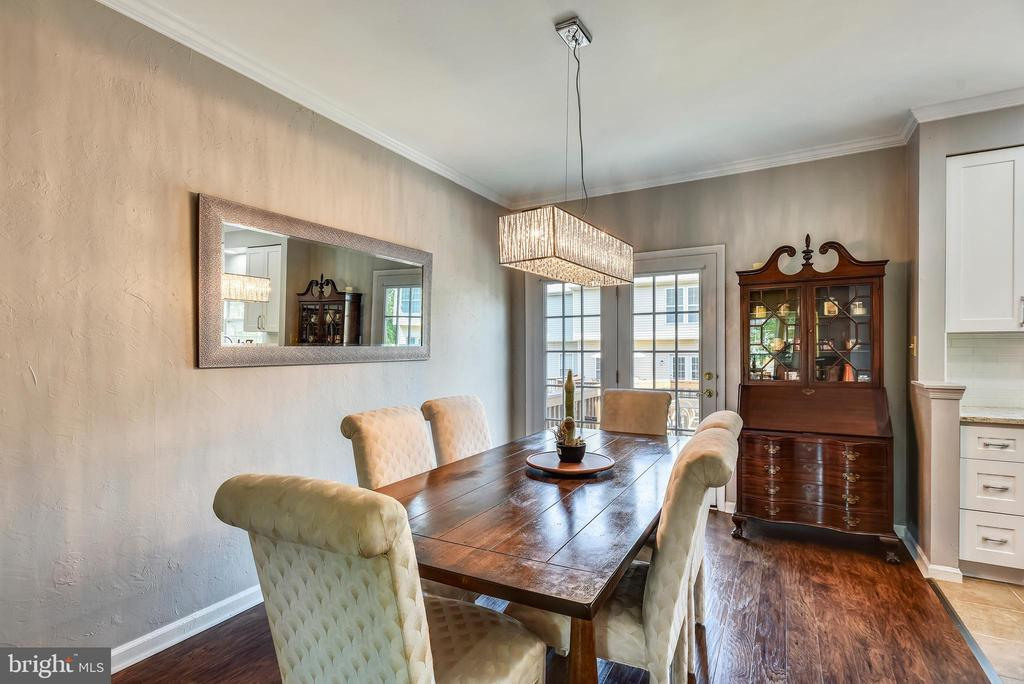 Dining Room With Chandelier - 46705 CAVENDISH SQ, STERLING