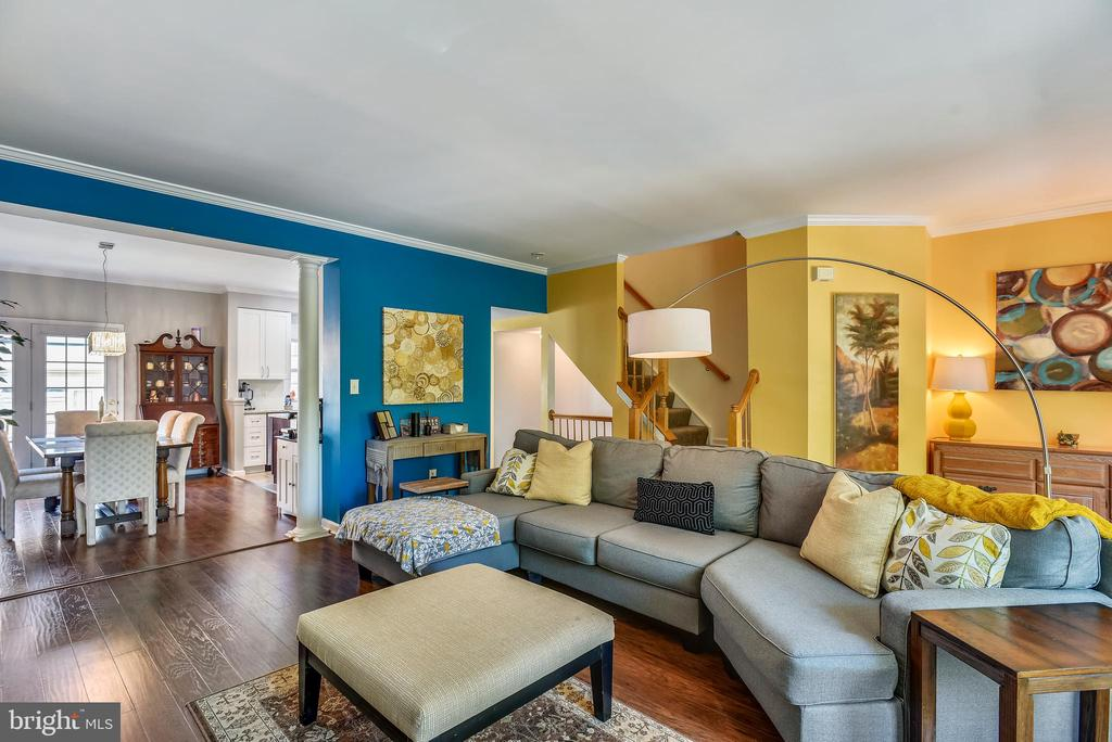 Living Room With Wood Laminate Flooring - 46705 CAVENDISH SQ, STERLING