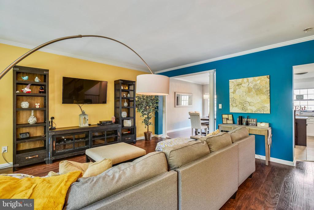 Living Room With Open Floor Plan to Kitchen - 46705 CAVENDISH SQ, STERLING