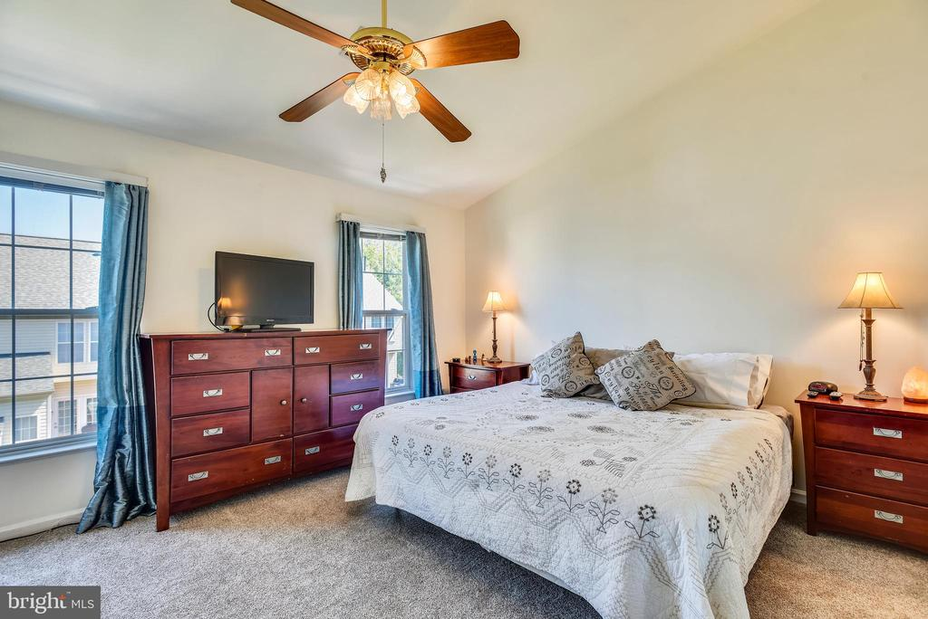Master Bedroom With Vaulted Ceilings - 46705 CAVENDISH SQ, STERLING