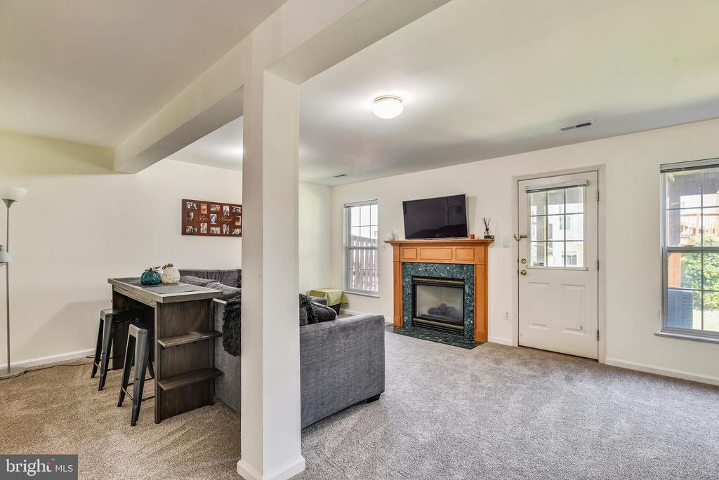 Lower Level Recreation Room With Gas Fireplace - 46705 CAVENDISH SQ, STERLING