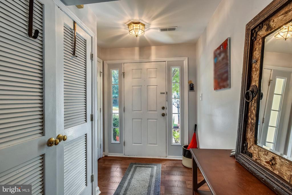 Foyer With Fresh Paint - 46705 CAVENDISH SQ, STERLING