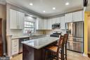 Kitchen With Quartz Counters - 46705 CAVENDISH SQ, STERLING