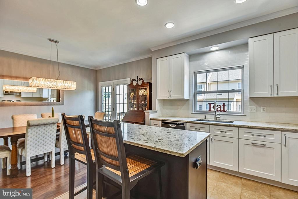 Kitchen With 42 Inch White Cabinets - 46705 CAVENDISH SQ, STERLING