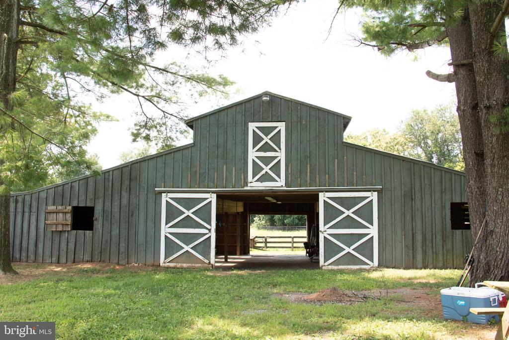 Center Isle barn with great ride out. - 36180 TURKEY ROOST RD, MIDDLEBURG
