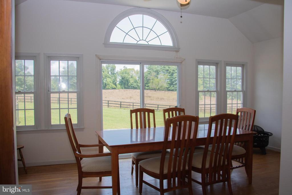 Sun room overlooking patio and pastoral views - 36180 TURKEY ROOST RD, MIDDLEBURG