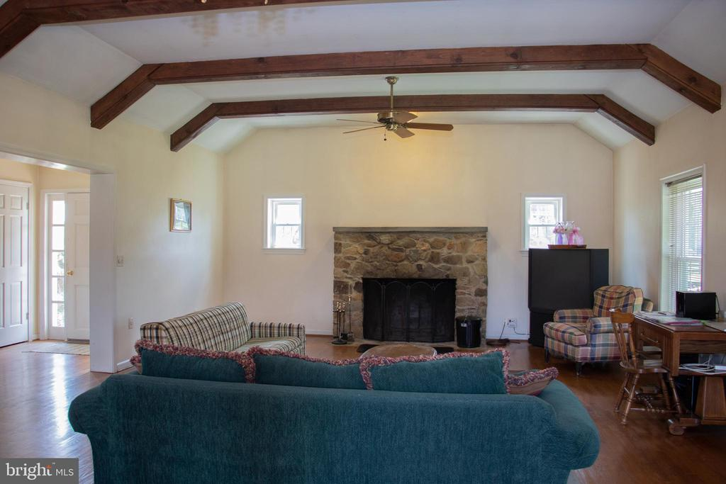Family room with exposed beams - 36180 TURKEY ROOST RD, MIDDLEBURG