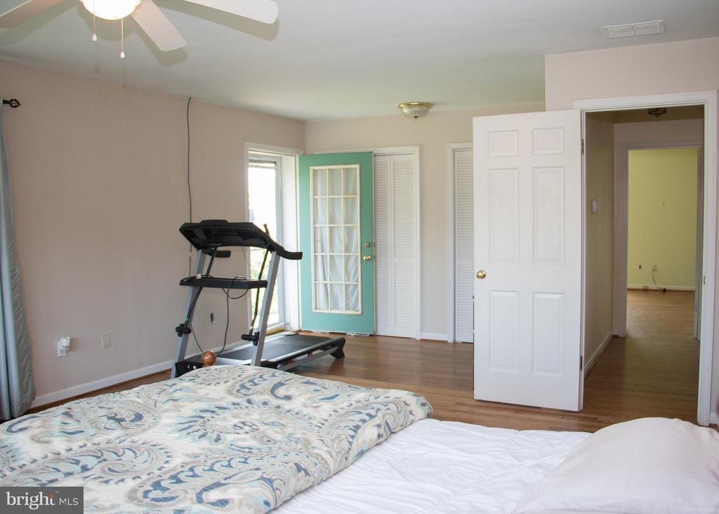 Master bedroom - 36180 TURKEY ROOST RD, MIDDLEBURG