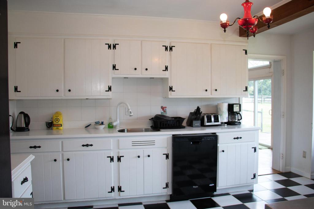 Kitchen with loads of counter space - 36180 TURKEY ROOST RD, MIDDLEBURG