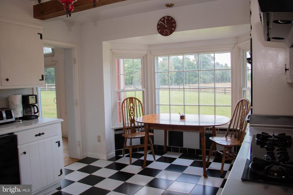 Country Kitchen and eat in space - 36180 TURKEY ROOST RD, MIDDLEBURG