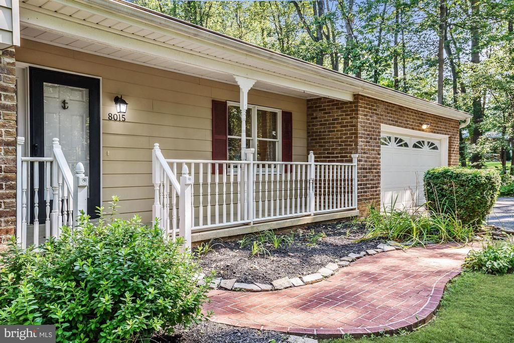 Covered Front Porch | Brick Walkway - 8015 DUSTIN DR, FREDERICK