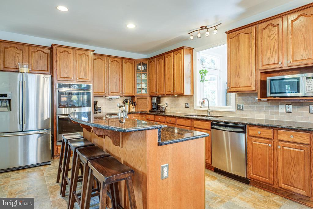 Large granite Kitchen bar for gatherings. - 56 KIRBY LN, STAFFORD