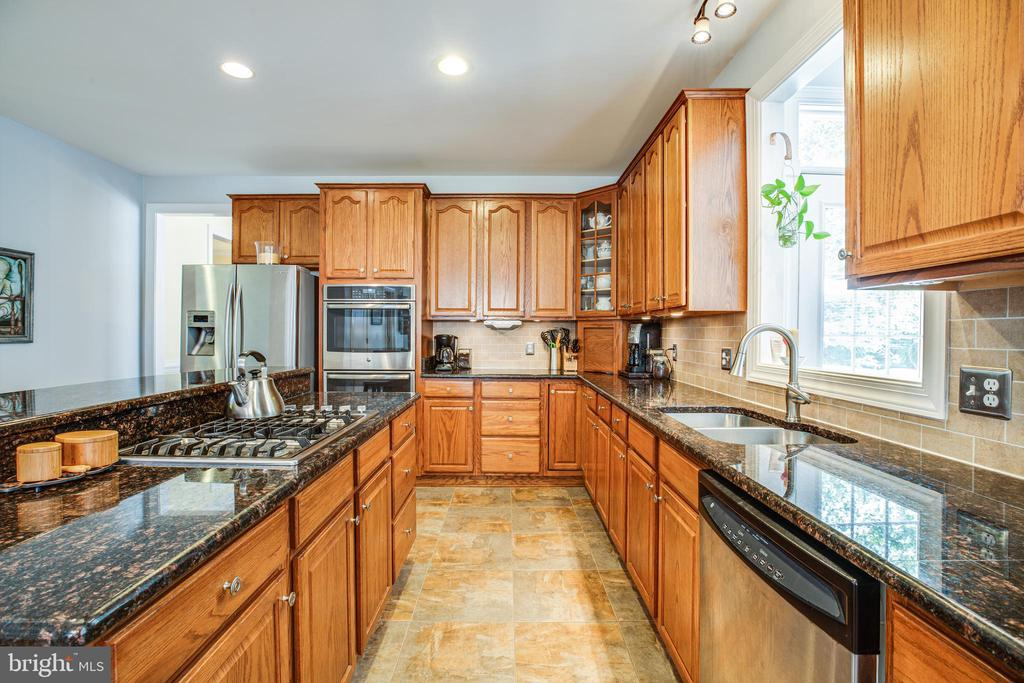 Upgraded Granite counter tops & SS Appliances. - 56 KIRBY LN, STAFFORD